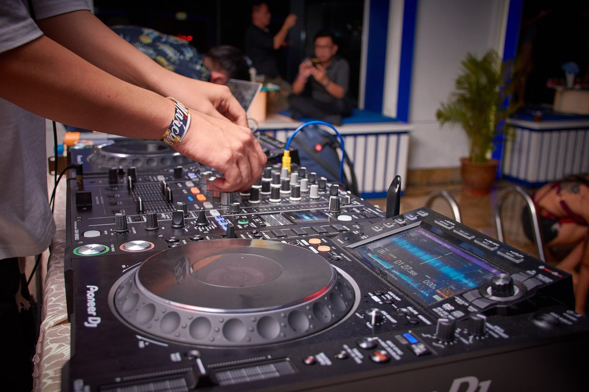 5 Reasons to choose Professional DJs